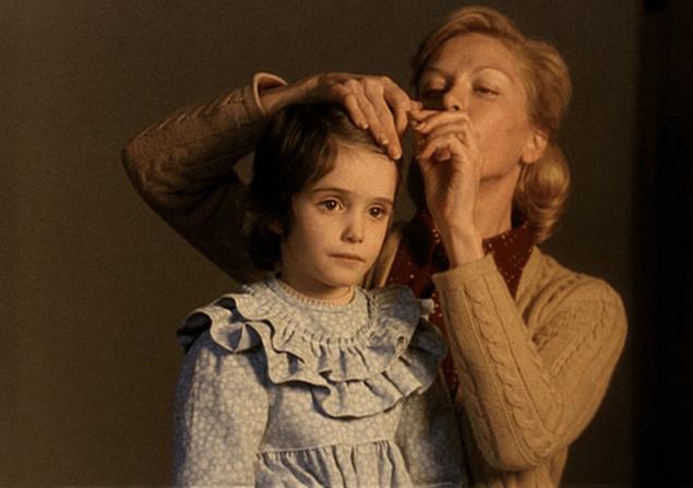 Teresa Gimpera: Madre cariñosa y remota
