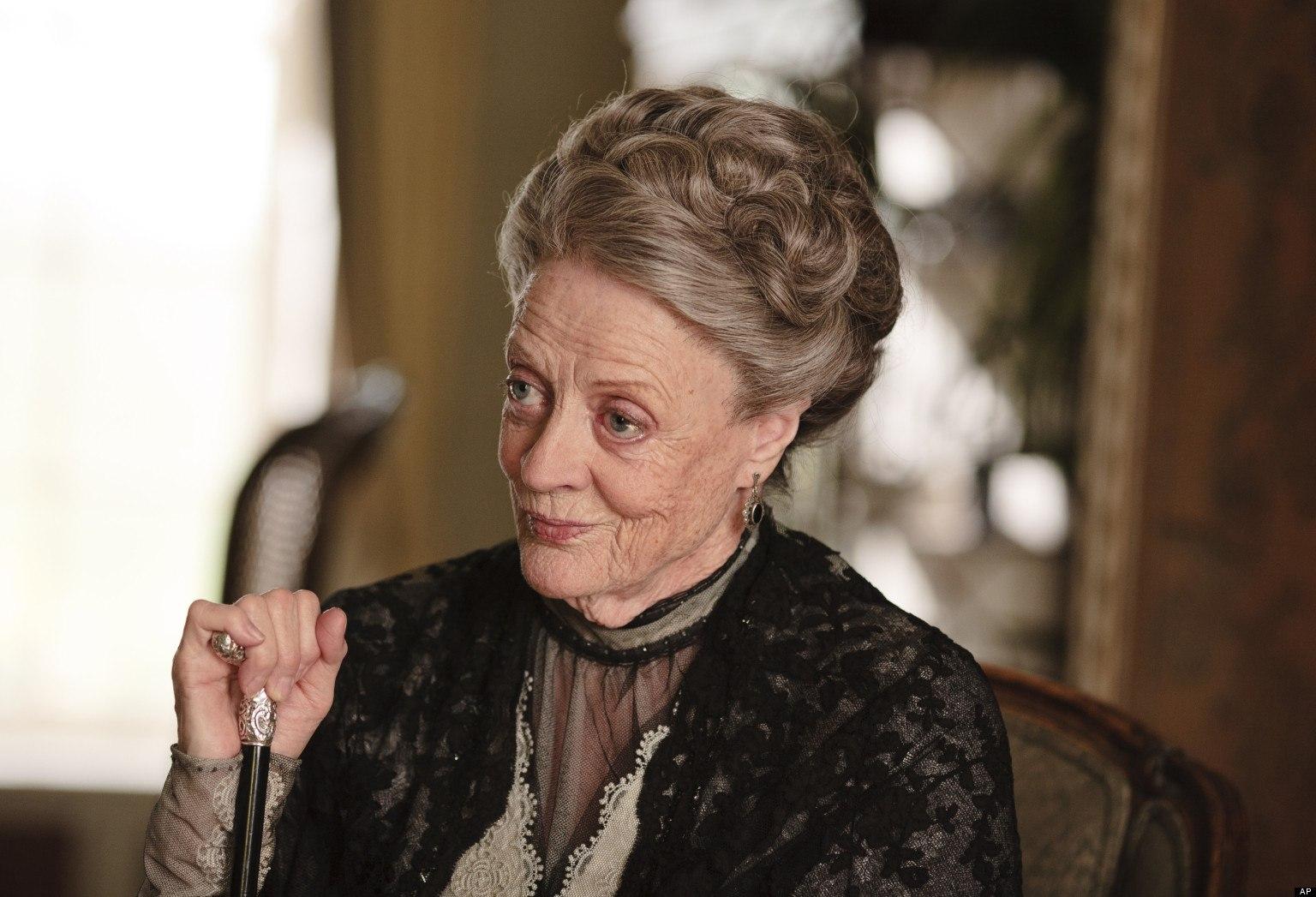"""La Condesa Violet Crawley (Maggie Smith): """"Mi sirvienta renunció para casarse. ¿Como puede ser tan egoísta?"""""""